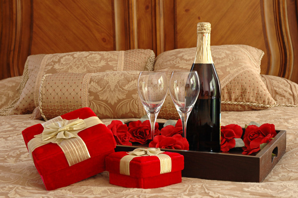 5 Romantic Gift Ideas For Your Lovely Husband
